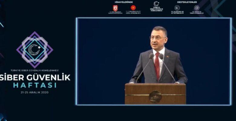 Cumhurbaşkanı Yardımcısı Oktay, kürsüdeyken rahatsızlandı