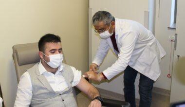 Corona Vac aşısı yapılmaya başlandı