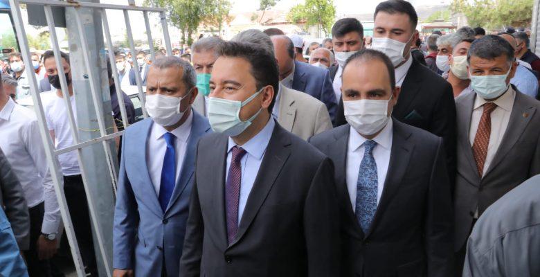 """Ali Babacan, """"Allah memleketi böyle iktisatçılardan korusun"""""""