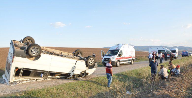 Yerköy'de işçilerini taşıyan minibüs devrildi: 11 yaralı
