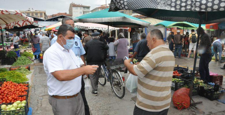 Yerköy'de zabıta ekipleri semt pazarında maske dağıttı