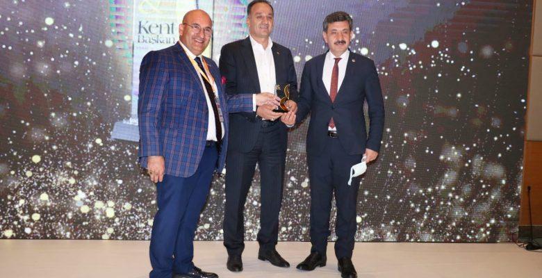 Başkan Yılmaz'a bir ödül de Kent&Başkan Dergisi'nden geldi