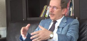 """Şener, """"81 ildeki yerel gazeteye tercümanı oldu"""""""